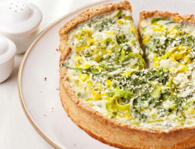 Киш с плавленым сыром и грибами. Видеорецепт