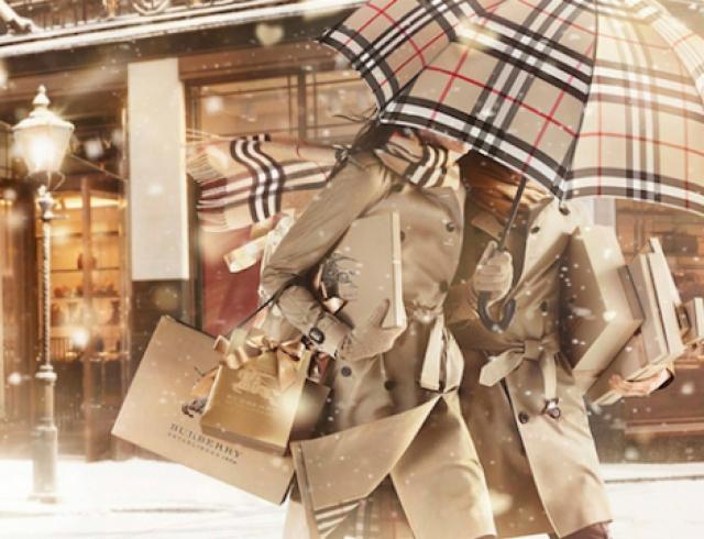 Модный дом Burberry представил рождественское видео