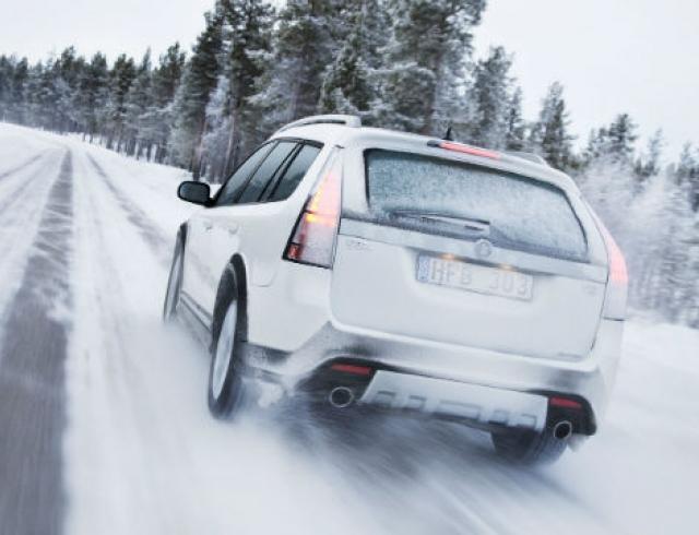 Первый снег и летняя резина: как уберечь авто