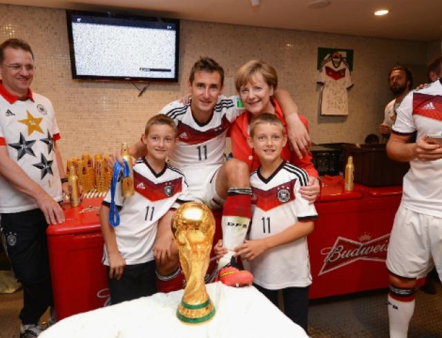 Ангела Меркель сделала селфи со сборной Германии