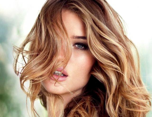 Рози Хантингтон-Уайтли стала лицом средств для волос