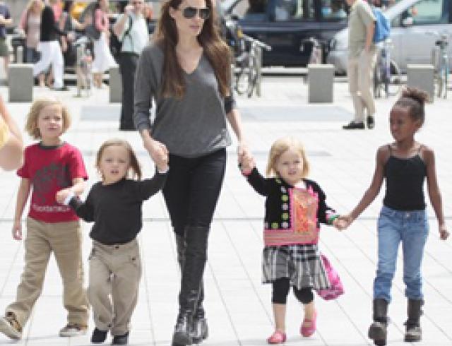 Анджелина Джоли отдыхает вместе с детьми. ФОТО