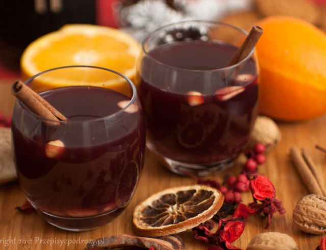 Какими небанальными напитками удивить гостей на Новый год