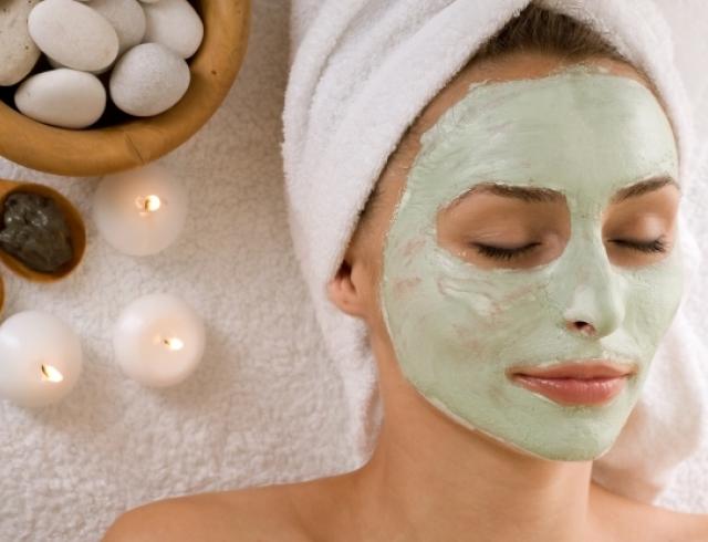 Как освежить кожу за пару часов до Нового года: экспресс-маски для лица