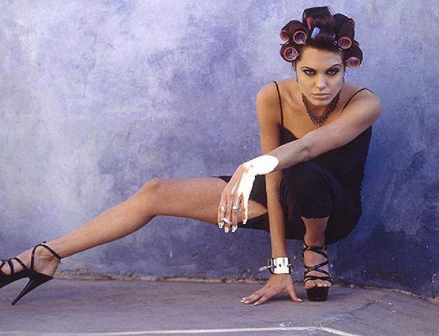Как выглядела Анджелина Джоли в 19 лет