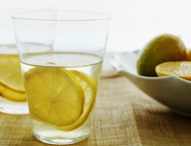 Зачем пить воду с лимоном по утрам
