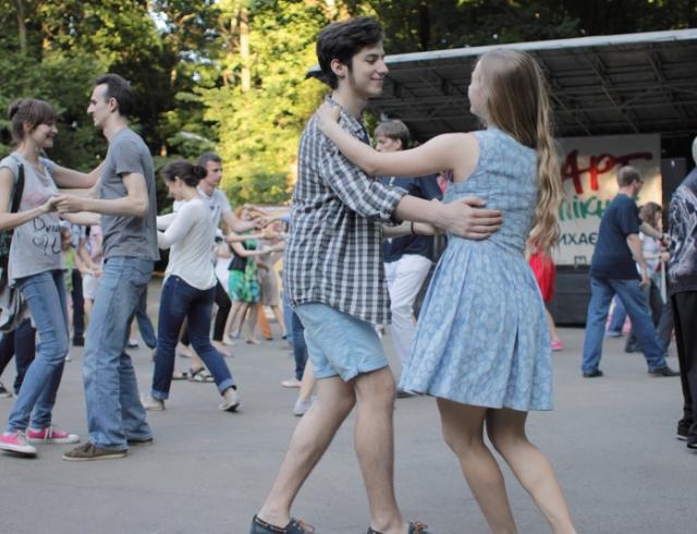 Куда пойти на выходных: концерты, ярмарка и кино под открытым небом на Арт-Пикнике