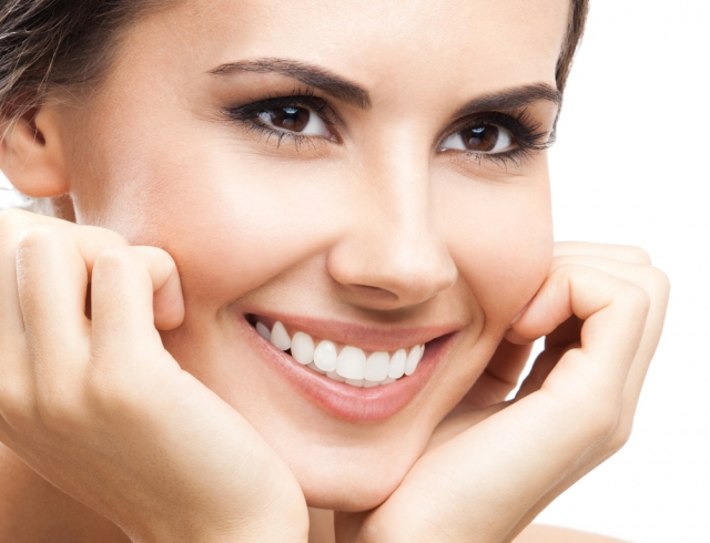 Покори его сногсшибательной улыбкой: как отбелить зубы маслом чайного дерева