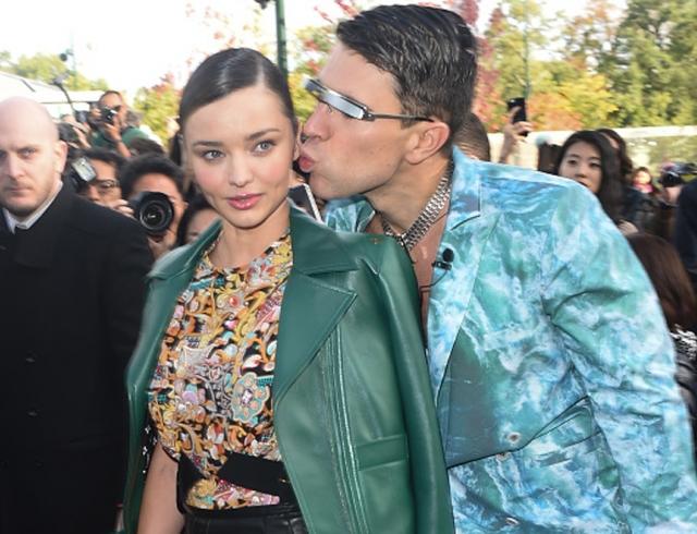 Выходки эпатажного журналиста: Виталий Седюк поцеловал Миранду Керр