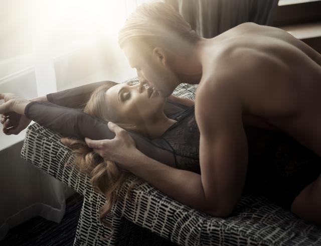 Возбуждаем мужчину при помощи аромата: запах, который будет тянуть к тебе