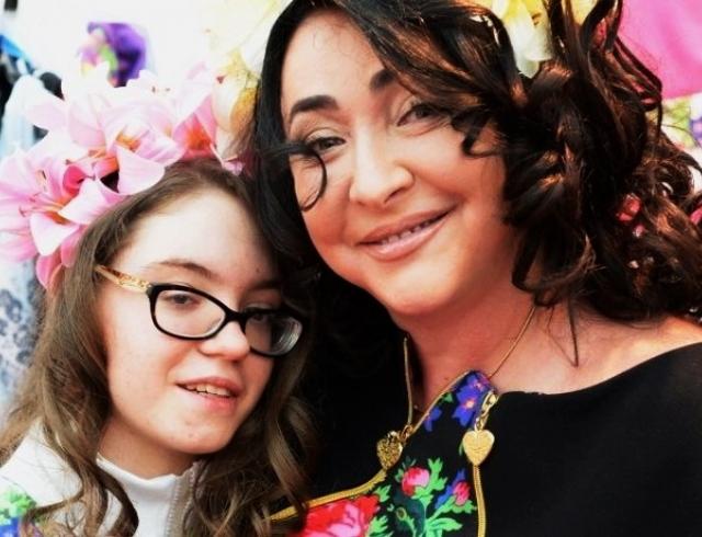 Певица Лолита учит дочь, как правильно выбирать мужа