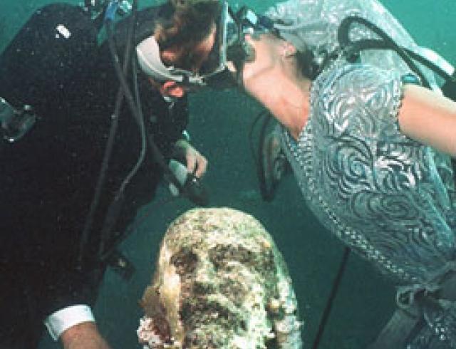 Свадьба на глубине 5 метров. Берите пример с креативных молодых!