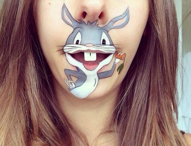 Бьюти-блогеры призвали модниц делать большие рисунки на губах (ВИДЕО)