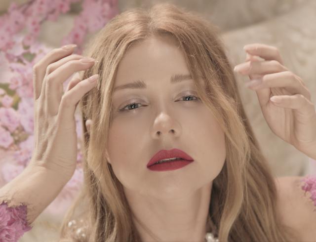 """Тина Кароль в новом образе презентовала видео """"Твої гріхи"""": премьера клипа"""