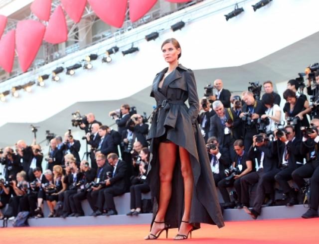 Венецианский кинофестиваль-2016: Бьянка Балти показала лучший образ красной дорожки на церемонии открытия