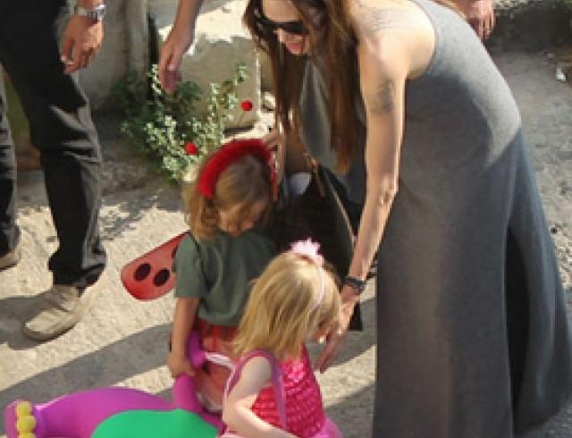 Анджелина Джоли и Бред Питт с детьми на Мальте. ФОТО