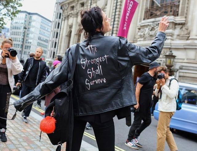 С чем носить кожаную куртку: street style на Неделе моды в Лондоне