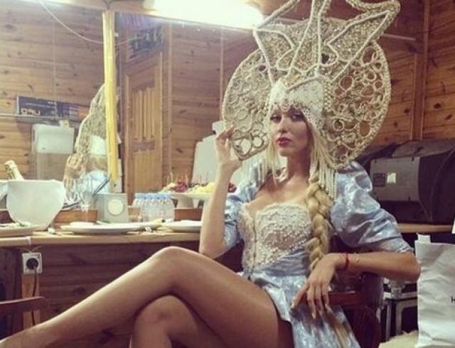 Оля Полякова выпила литр пива залпом на глазах у аплодирующей публики (ВИДЕО)