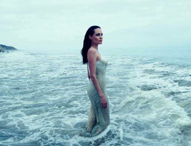 Она страдает: Анджелина Джоли на грани нервного срыва из-за развода