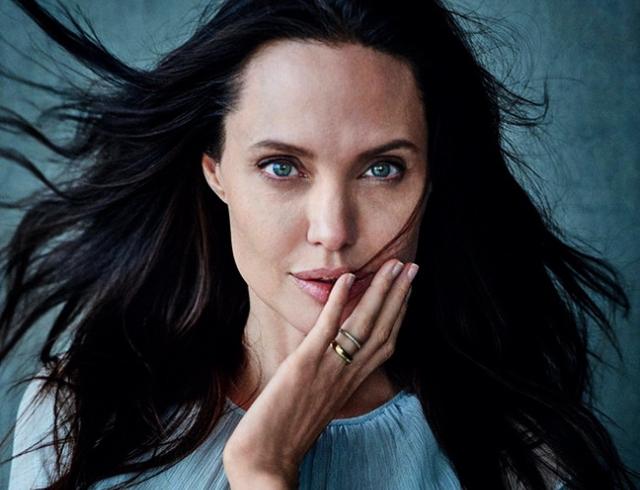 Анджелина Джоли подала на развод из-за подстрекательств подружек-феминисток