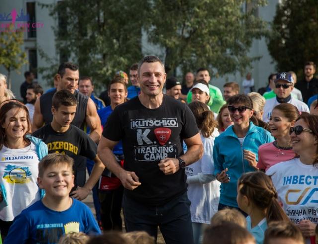Виталий и Владимир Кличко провели беговую тренировку накануне Киевского марафона