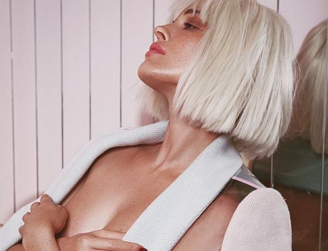 Сексуальная Даша Астафьева в образе блондинки соблазняет поклонников пикантными снимками (ФОТО)