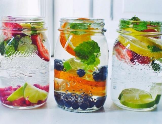 Фруктовый напиток: как сделать обычную воду вкусной и полезной? Инфографика