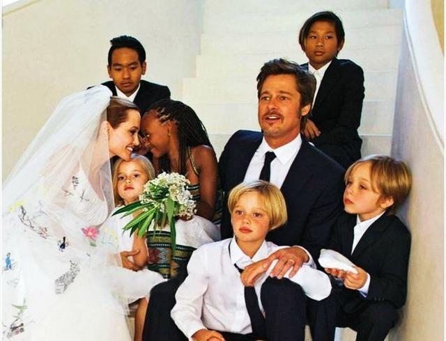 Анджелина Джоли разрешила Брэду Питту повидаться с детьми впервые после новости о разводе