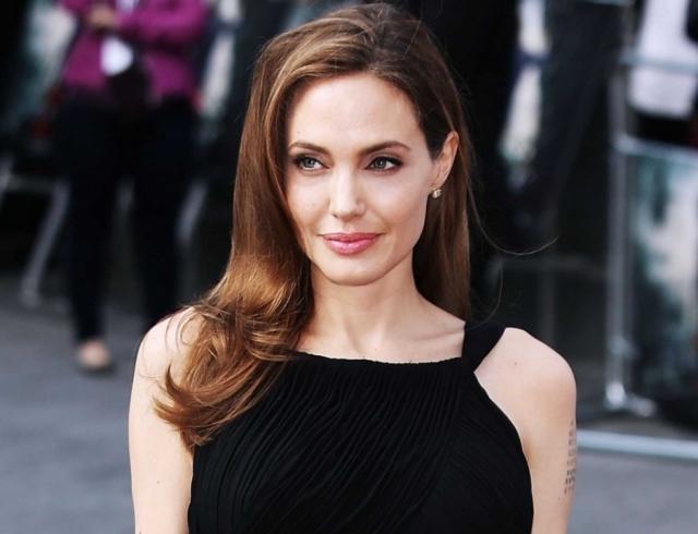 СМИ: Анджелина Джоли закрутила служебный роман с миллиардером