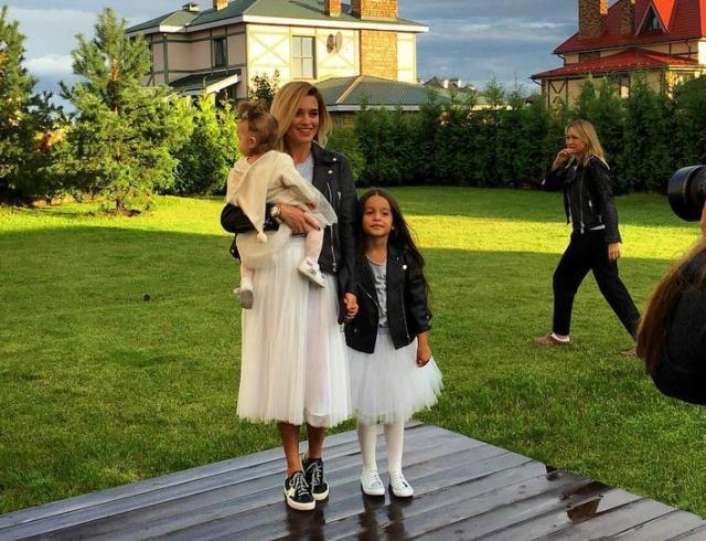 Ксения Бородина показала, как проводит утро: зарядка с Курбаном Омаровым и капризы дочери (ВИДЕО)