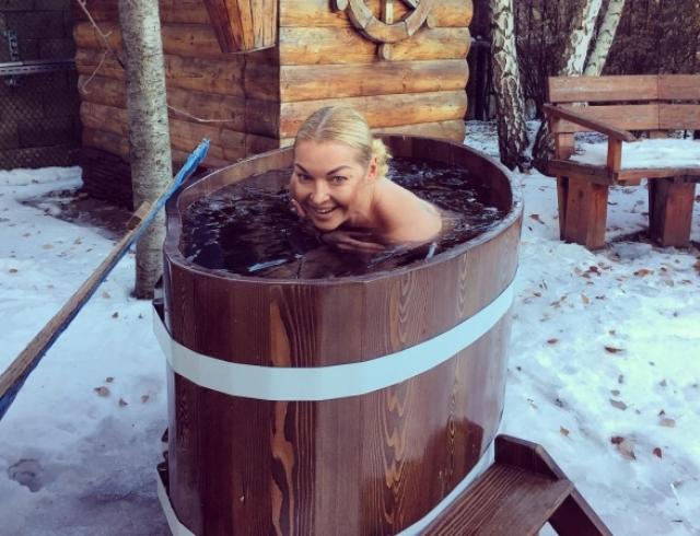 Анастасия Волочкова устроила фотосессию в бикини в СПА-салоне (ФОТО)