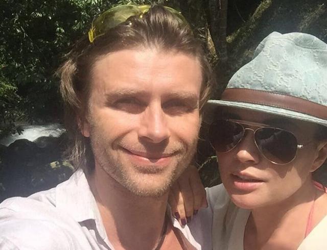 Как отдыхают звезды: Анастасия Заворотнюк и Петр Чернышев показали любовь на Бали (ФОТО)