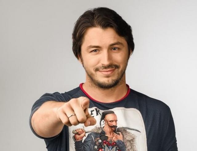 Сергей Притула вспомнил, как поколотил на корпоративе оголившего ягодицы пранкера Седюка