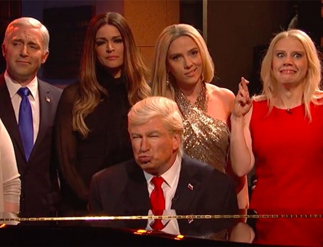 Блестящее перевоплощение: Алек Болдуин и Скарлетт Йоханссон сыграли Дональда и Иванку Трамп (ВИДЕО)
