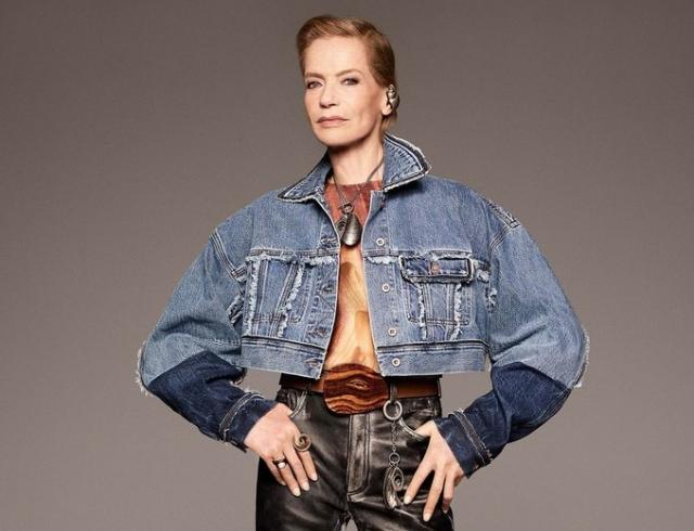 Легендарная модель Верушка в свои 78 лет вернулась в строй: она снялась для лукбука ACNE STUDIOS
