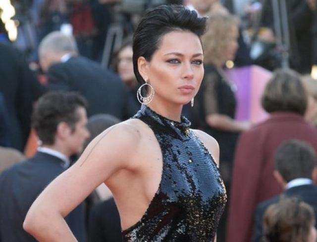Настасью Самбурскую раскритиковали за выбор наряда на открытии Московского кинофестиваля (ФОТО)