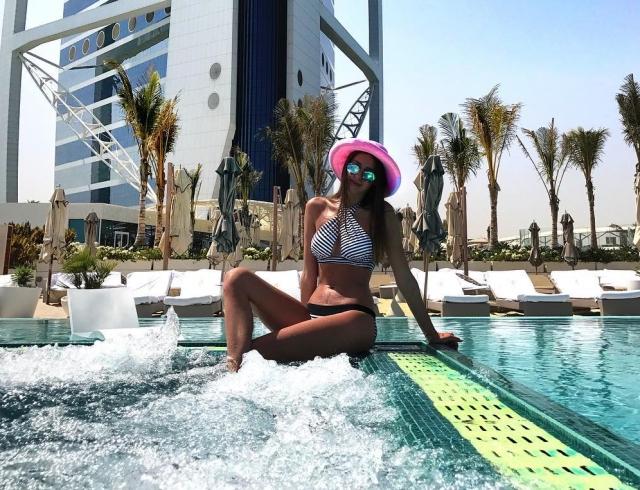 Новая пассия Дмитрия Тарасова похвасталась фигурой в купальнике на пляже ОАЭ (ФОТО)