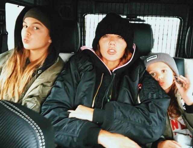 Анна Седокова отпраздновала День семьи, любви и верности: на рыбалке и с детьми (ФОТО)