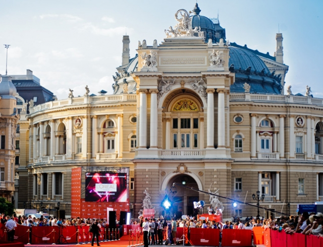 Гости Одесского кинофестиваля повеселили соцсети своими нарядами