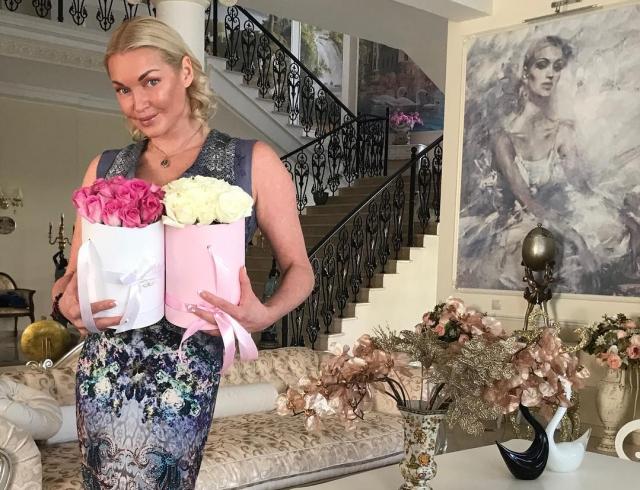 Анастасию Волочкову снова обманули: балерина разоблачила корыстливую домработницу