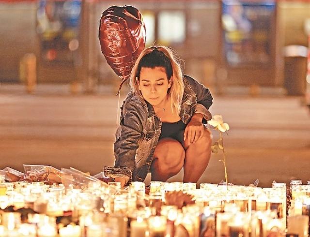 Массовое убийство в Лас-Вегасе: в номере стрелка нашли записку, от которой стынет кровь