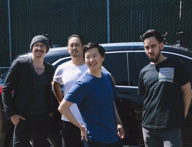 """""""Carpool Karaoke"""" с Честером Беннингтоном: опубликован эпизод последнего интервью вокалиста группы """"Linkin Park"""" перед смертью"""