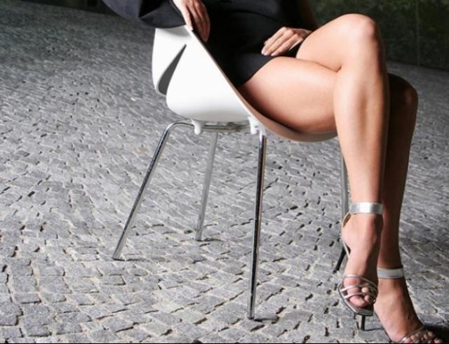 Девушка во время секса скрещивает ноиг