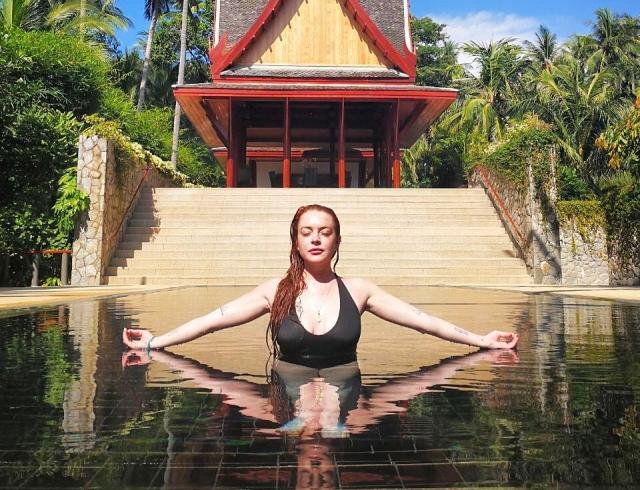 Линдси Лохан укусила змея во время отдыха в Таиланде (ФОТО)