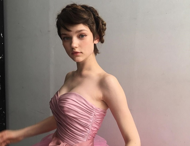 Как кукла: украинская модель восхитила внешностью в рекламной кампании Prada