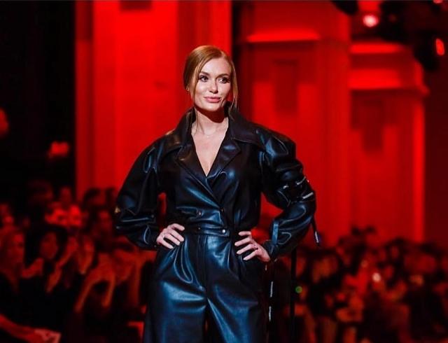Слава Каминская блеснула на подиуме в рамках Ukrainian Fashion Week