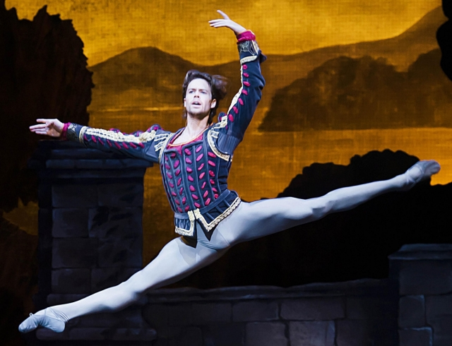 Канадский артист балета станцует новую версию «Лебединого озера» в Киеве (ВИДЕО)