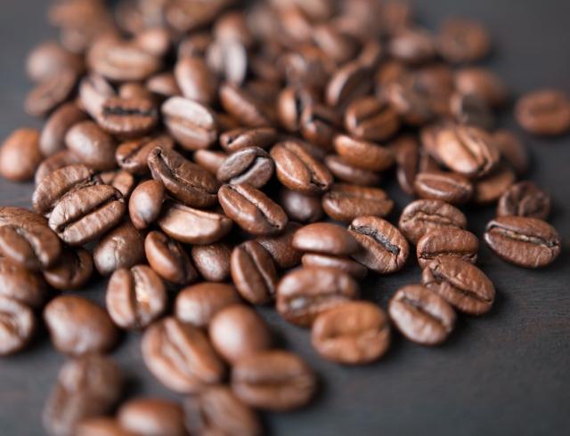 Кофеин для кожи: готовые средства и рецепты для домашней косметики