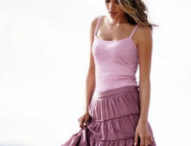 С чем носить длинные юбки с воланами?