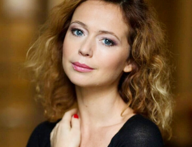 Елена Захарова пришла в форму после родов и показала идеальную фигуру в бикини